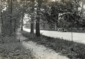A footpath runs along Ideal Section in Indiana. - 1924 (courtesy Lincoln Highway Association)